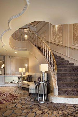 Frontenac, Missouri: Grand Staircase