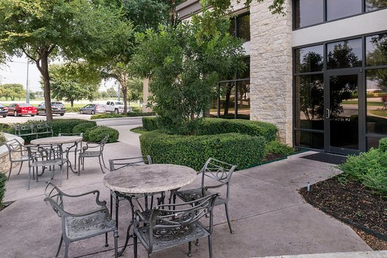 Hampton Inn & Suites Schertz: Courtyard