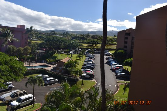 Kahana Villa Resort: hotel grounds and swimming pool view F bldg in foreground and E bldg in background