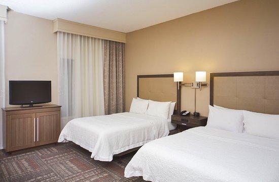 Valdosta, GA: Accessible Two Queen Bedroom