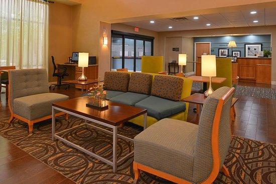 Seffner, FL: Comfortable Lobby
