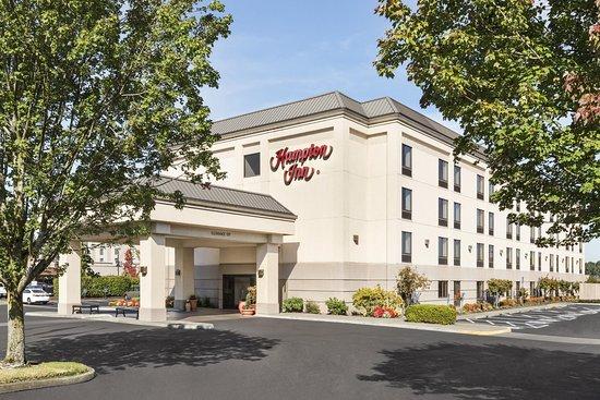 Hampton Inn Portland-Airport: Hotel Exterior