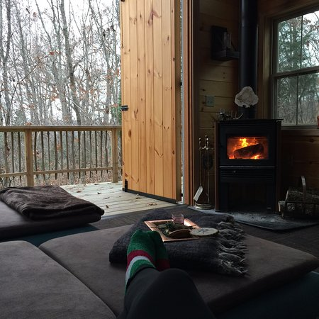 Alexandria, KY: Inside the Treehouse- Fire place