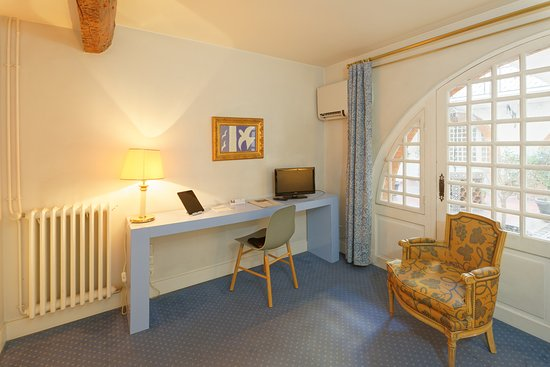 Royal Wilson: ChambreDouble-VuePatio-HotelRoyalWilson-ToulouseCentre