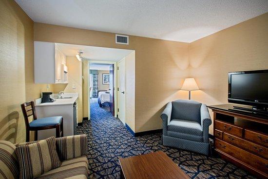 Salem, VA: King Suite Hallway