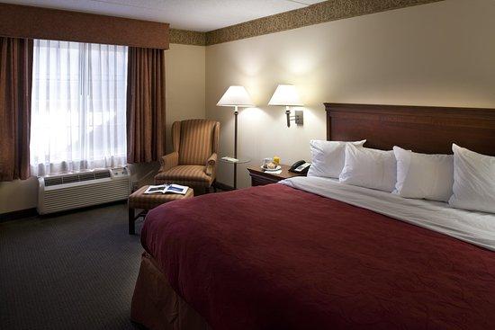 Clinton, TN: King Suite Bedroom