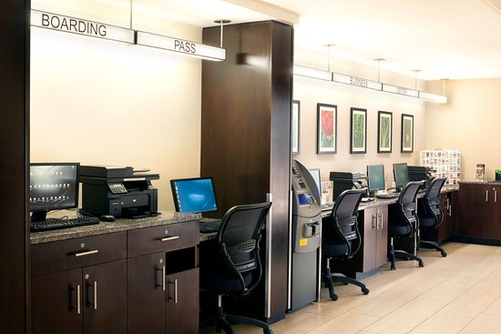 Holiday Inn Newark Airport: 24 hour business center with comp ATM