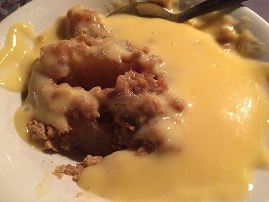 Chequers Inn: Apple crumble/custard