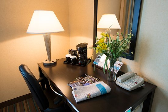 Trevose, Pensilvania: Guest room desk, with additional electrical outlets, Free WIFI