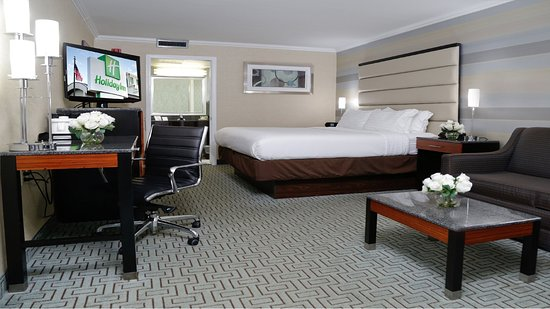 Holiday Inn Plainview - Long Island: King Bed Guest Room