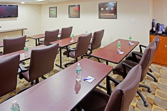 Holiday Inn Express Queens - Maspeth: Meeting Room