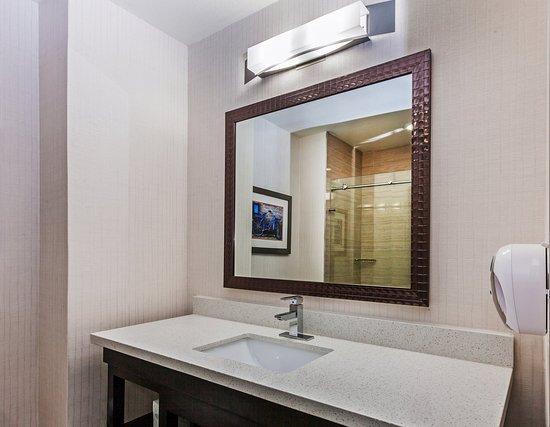 Holiday Inn Express & Suites Houston East: Standard Guest Bathroom vanity