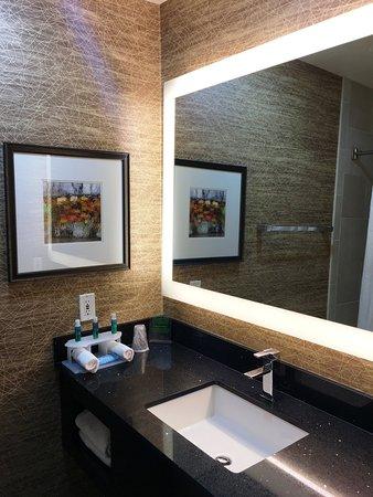 Colton, CA: Guest Bathroom