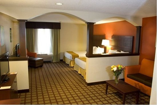Algonquin, IL: Two Queen Suite