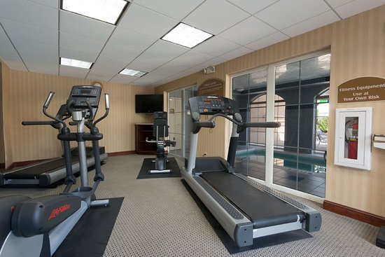 Holiday Inn Express Asheville: Fitness Center - Relax & Enjoy Your Workout In our Fitness Room
