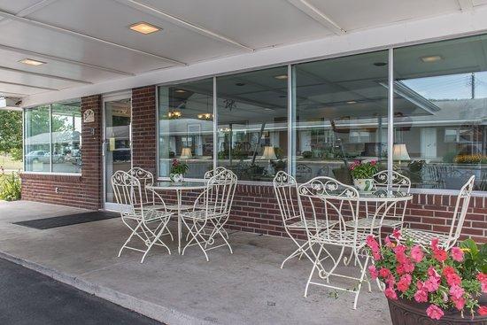 Breezewood, PA: Exterior