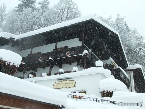 Pension Haus am Berg: Haus am Berg in the snow