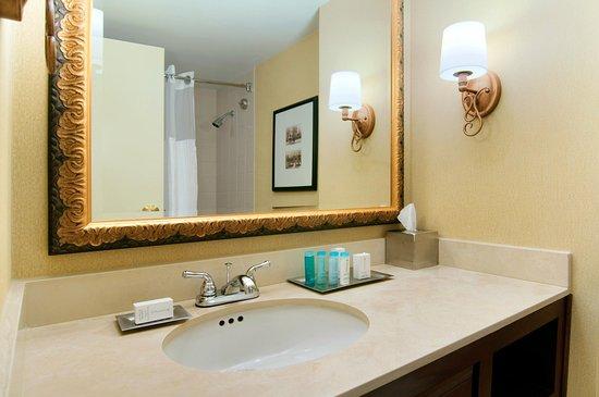 Marietta, GA: Guest Room Vanity