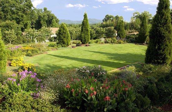 Marietta, GA: Lavish Gardens