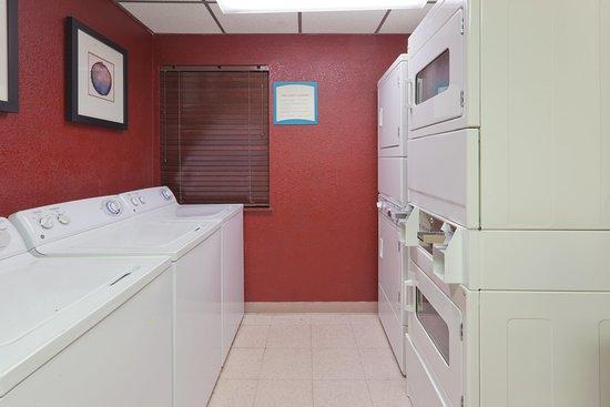 San Bruno, كاليفورنيا: Laundry Facility