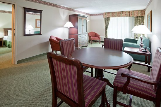 Holiday Inn Sarnia Hotel & Conf Center: Parlor Suite