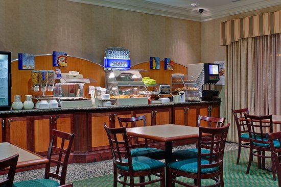 Holiday Inn Express & Suites Milton: Enjoy a wide selection of fruit, eggs, pastries and more!