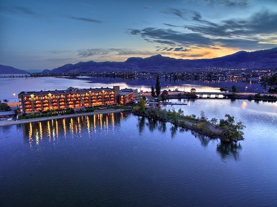 Photo of Holiday inn Hotel & Suites Osoyoos