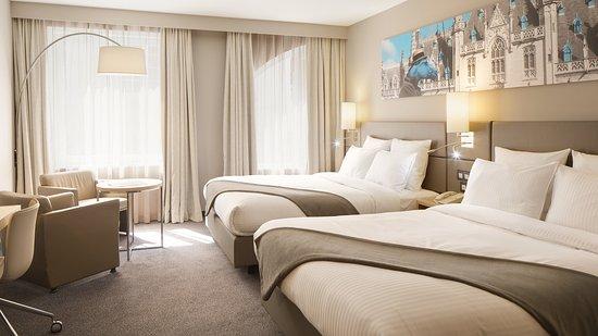 كراون بلازا بروج: Double bed guest room