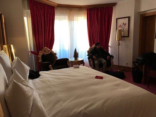 Grand Hotel du Golf & Palace : Jolie chambre, spacieuse.