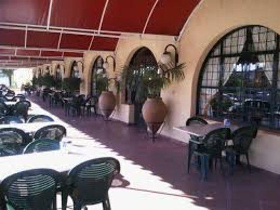 Montemayor, İspanya: Terraza, acceso a jardín.