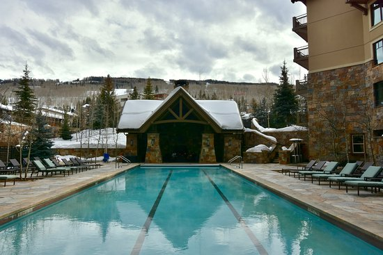 Four Seasons Resort and Residences Vail: Heated pool