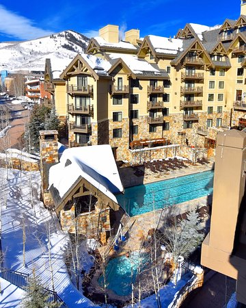 Four Seasons Resort and Residences Vail: Mountain view executive suite balcony