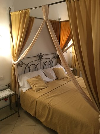 Alla Vite Dorata : Lovely Bedroom