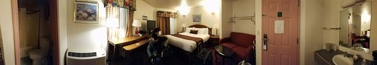 The Dew Drop Inn Motel: 360 view of my room