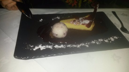 Higham, UK: Chocolate and Beetroot Tart, Blackberry Ice Cream