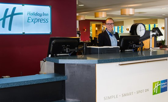 Holiday Inn Express Birmingham NEC: Our friendly Reception team are on hand 24/7 for anything you need