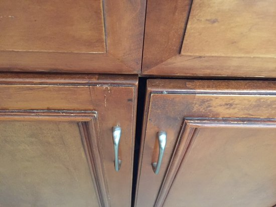 Marriott's Desert Springs Villas II: Cabinets were worn and unsightly.