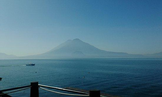 Lake Atitlan, Guatemala: Vista del amanecer