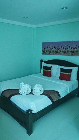 ไสไทย, ไทย: Кровать.