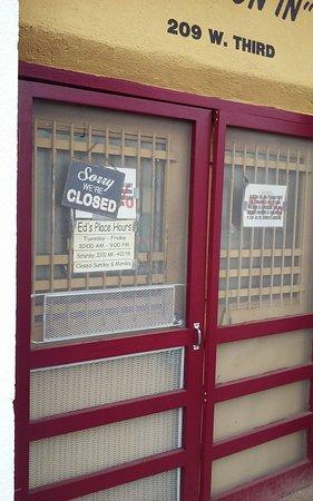 Taylor, TX: 3rd Street Entrance.