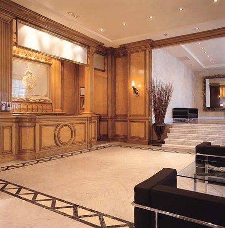 Hotel Villa Real: Lobby