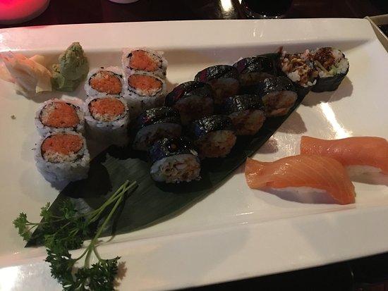 Okinawa : Spider Roll, Crunch Roll and Sashimi
