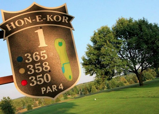 Kewaskum, Висконсин: The first hole at Hon-E-Kor Golf & Country Club
