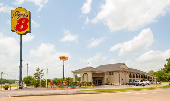 Super 8 Canton: SUPER 8 MOTEL RIGHT ON INTERSTATE 20 EXIT 527, NEXT TO WALKING RESTAURANT WHATABURGER &DENNYS