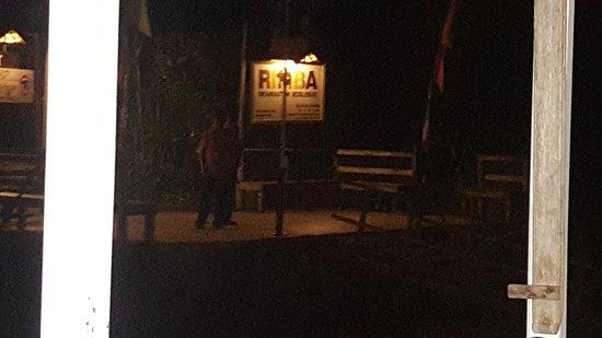 Rimba Orangutan Eco Lodge: Muelle durante la noche
