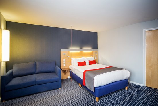 Holiday Inn Express Edinburgh - Royal Mile: Double accessible and sofabed. Max 3 adults or 2 adults and 2 kids