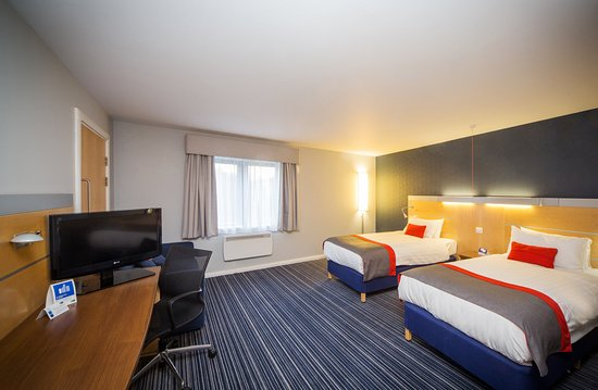 Holiday Inn Express Edinburgh - Royal Mile: Twin bedded accessible room