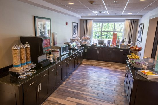 Lenox, MA: Free Breakfast Area