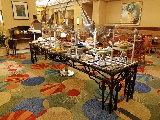 Waldorf Astoria Orlando: Oscaru0027s   Baked Goods Table