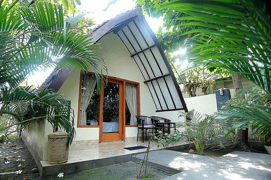 Ozzy Cottages and Bungalows: bungalow dengan satu tempat tidur dan di lengkapi kamar mandi di dalam
